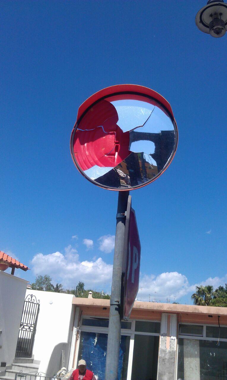 Specchio rotto ai pilastri quando lo aggiustiamo il - Specchio rotto sfortuna ...