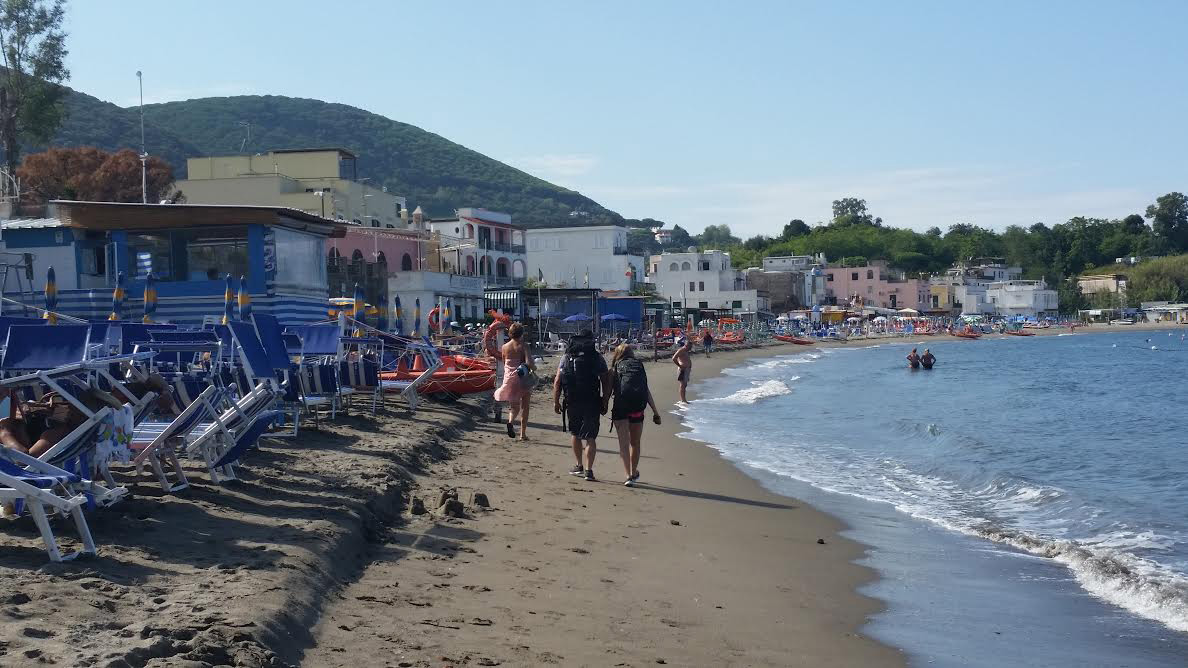 Balneari, ultimo SOS a Ischia: scompare la spiaggia del Lido – Il ...