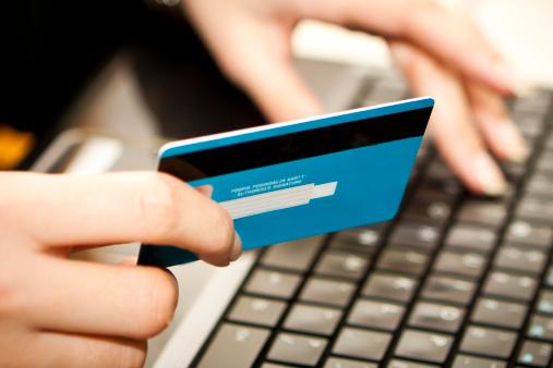 Prenotavano alberghi utilizzando carte di credito clonate: denunciati