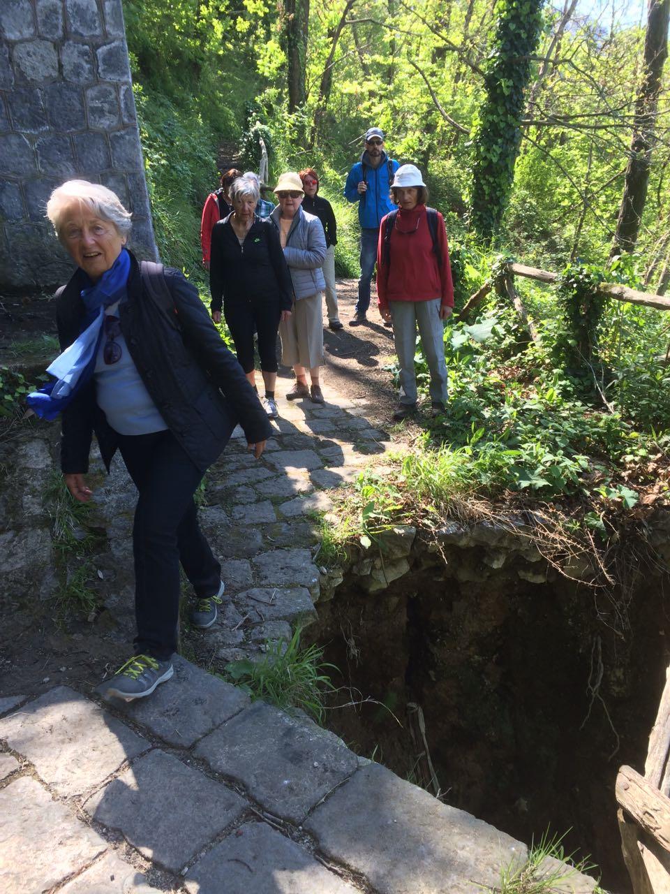 Pericolo a buceto turisti a rischio crolla la piazzola for Lavori senato oggi