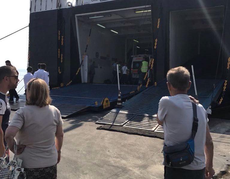 Ischia, motonave sbatte contro la banchina 29 feriti