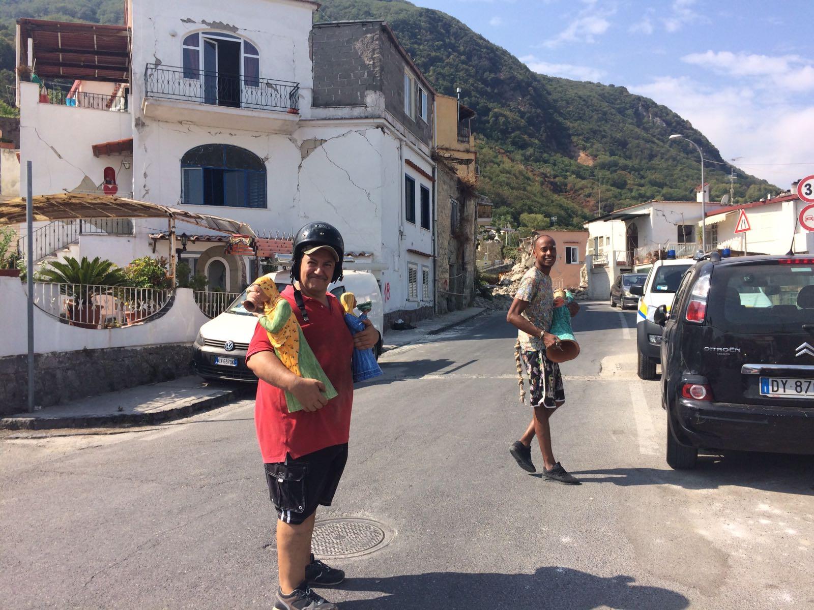 Terremoto Ischia, Mattarella è arrivato sull'isola: ad accoglierlo De Luca