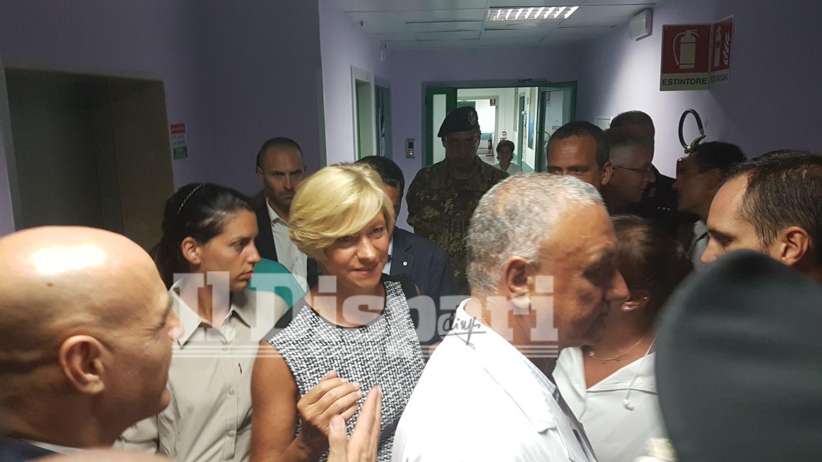 Sisma, il ministro Pinotti dà una medaglia a Ciro