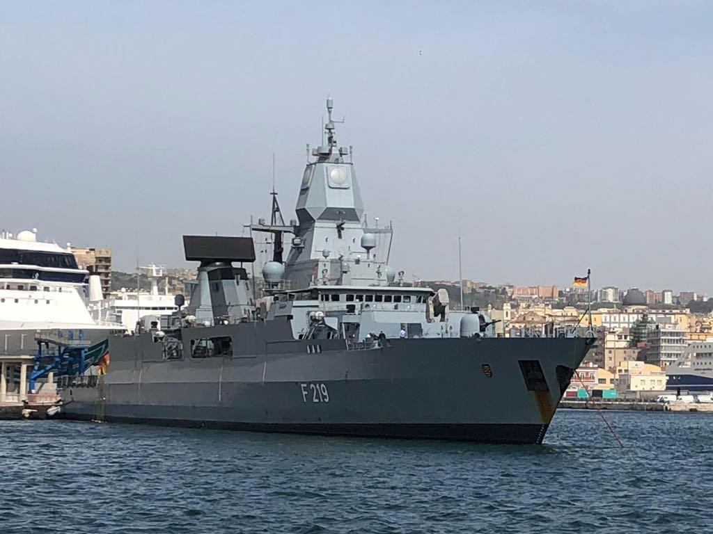 Dispari24. Venti di guerra, nave militare tedesca nel porto di ...