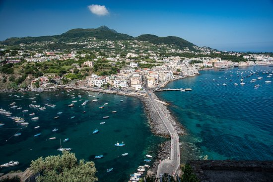 Ischia? Beati voi, o no? | #4WD - Il Dispari Quotidiano
